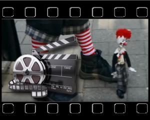 video stelzenlaeufer marionette clown
